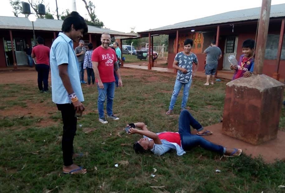 Jóvenes de las aldeas Mbya Guaraní participan de un taller de fotografía