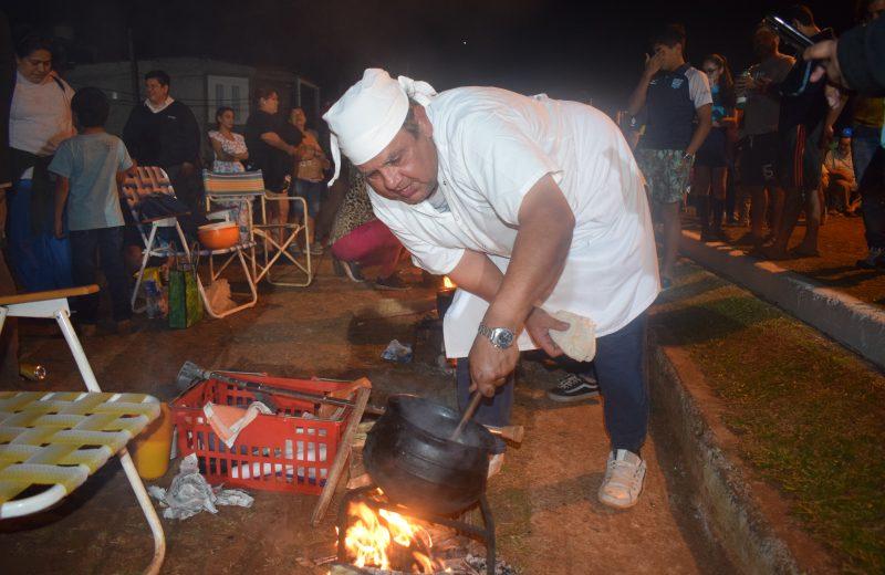 Folklore, matecocido y danzas en el Campeonato de reviro
