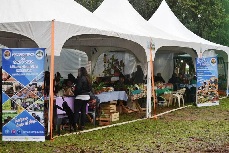 La lluvia no detuvo a la Fiesta del Agricultor en Campo Viera
