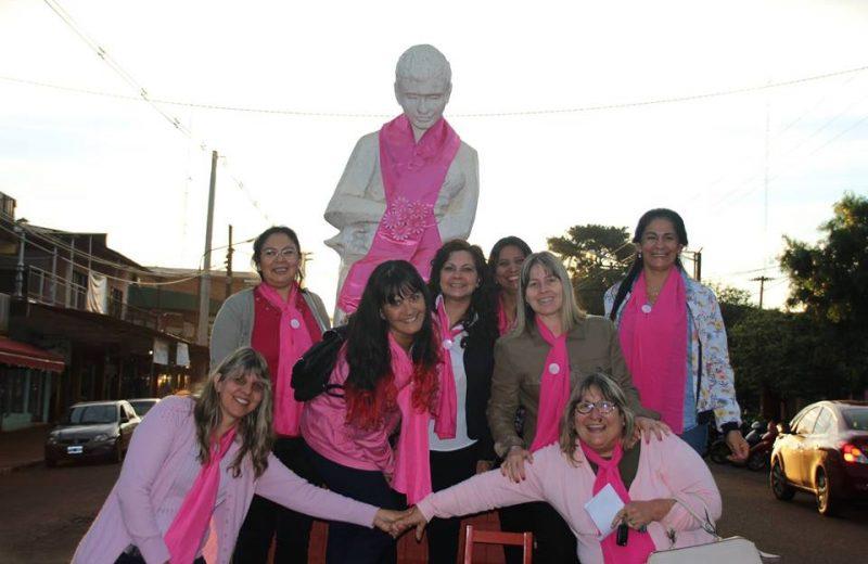 Sobrevivientes del cáncer de mama visten de rosa a Puerto Esperanza