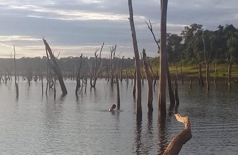 Buscan a un joven desaparecido en aguas del lago Urugua-í