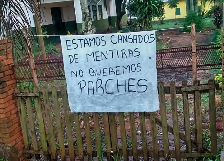 Padres de la Esc. N° 611 de Puerto Esperanza impiden el ingreso de los obreros