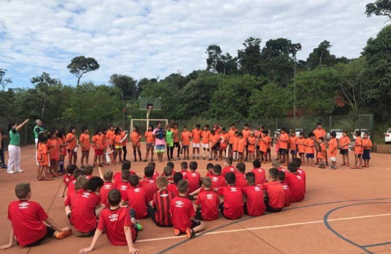 Futbol y valores en la aldea Yasy Porá