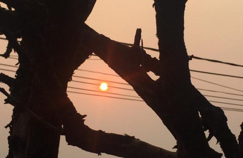 El sol rojo en la zona norte es por la presencia de un cordón de humo