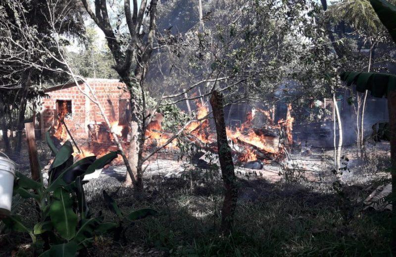Se registraron dos incendios en el B° 25 de mayo en la tarde del domingo