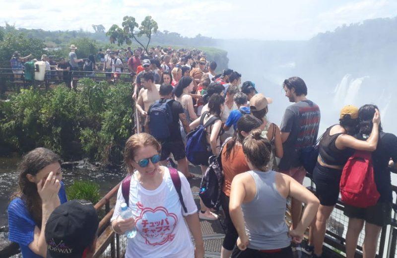 Cataratas con miles de visitantes durante la primera quincena