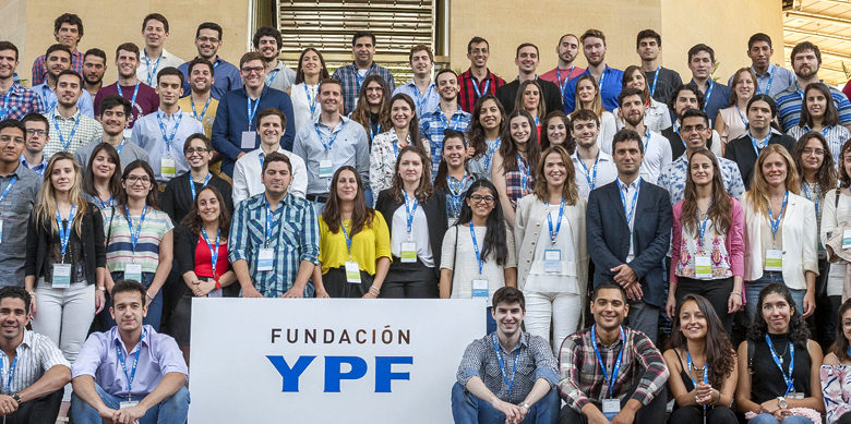 Fundación YPF ofrece becas a alumnos ingresantes a carreras energéticas y tecnológicas