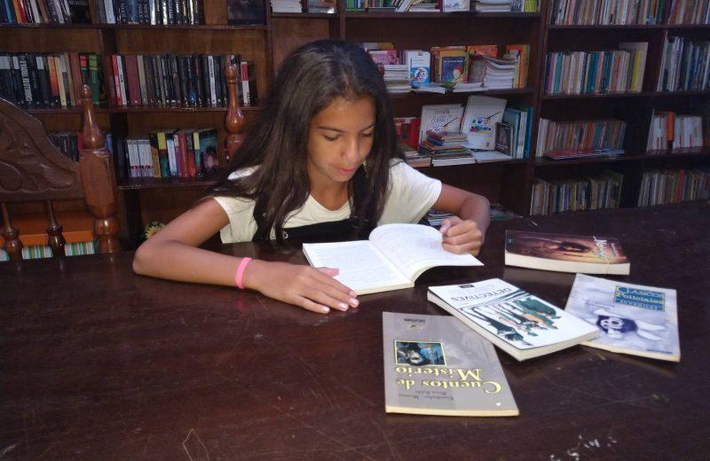 La biblioteca Victoria Aguirre tiene más de 30 mil libros