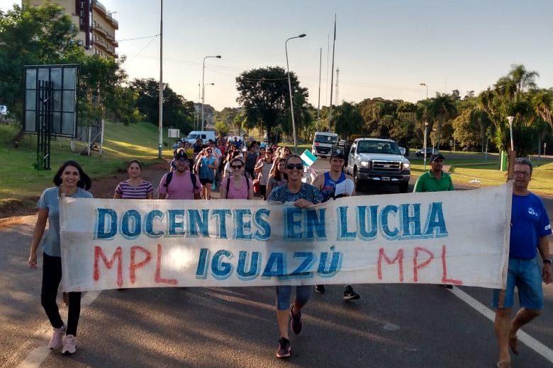Docente de Iguazú marcharon exigiendo ajustes salariales
