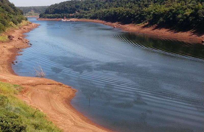 Sequía: el río continúa bajando y complica la producción de agua potable