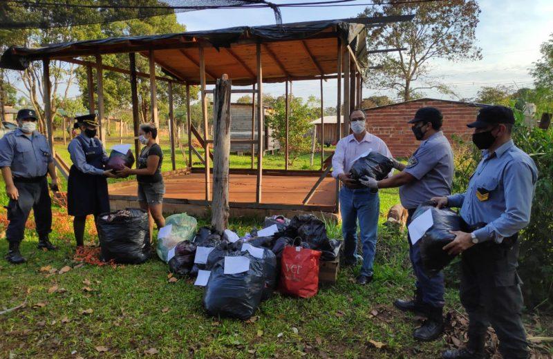Policías entregaron donaciones y golosinas a familias de las 2000 hectáreas