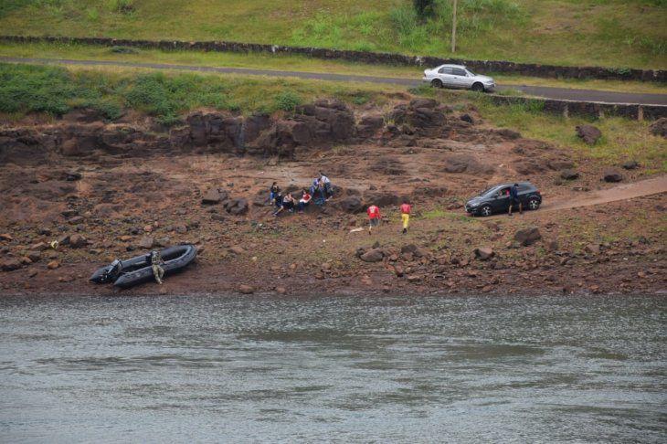 Presidente Franco: Buscan a 4 personas que cruzaban el rio Paraná en una canoa