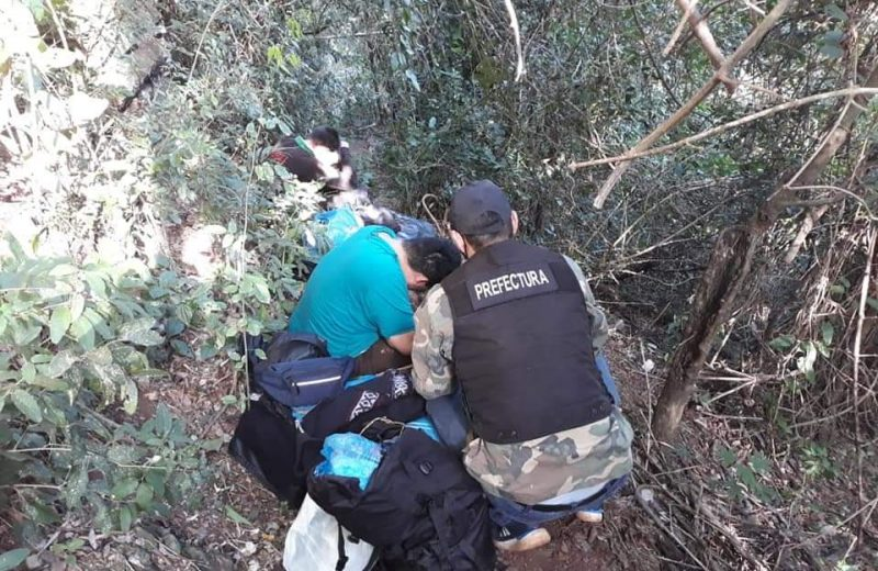 Fueron sorprendidos intentando ingresar por un paso no habilitado con contrabando