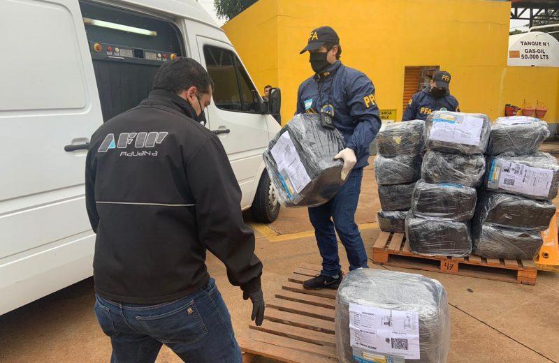 Incautaron cigarrillos y zapatillas de contrabando despachados en encomiendas