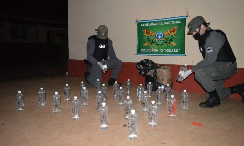 Abandonan 56 litros de cocaína líquida y cigarrillos en la zona del club de pesca de Iguazú