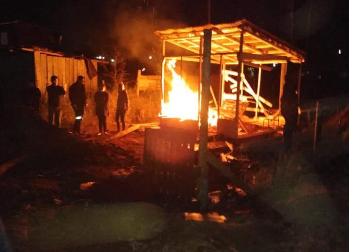 Incendió su vivienda para sacar a una familia que habría ocupado ilegalmente