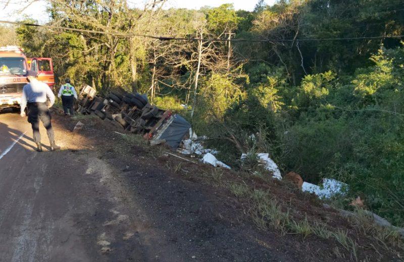 Colonia Victoria: Hombre falleció al caer a un barranco con un camión