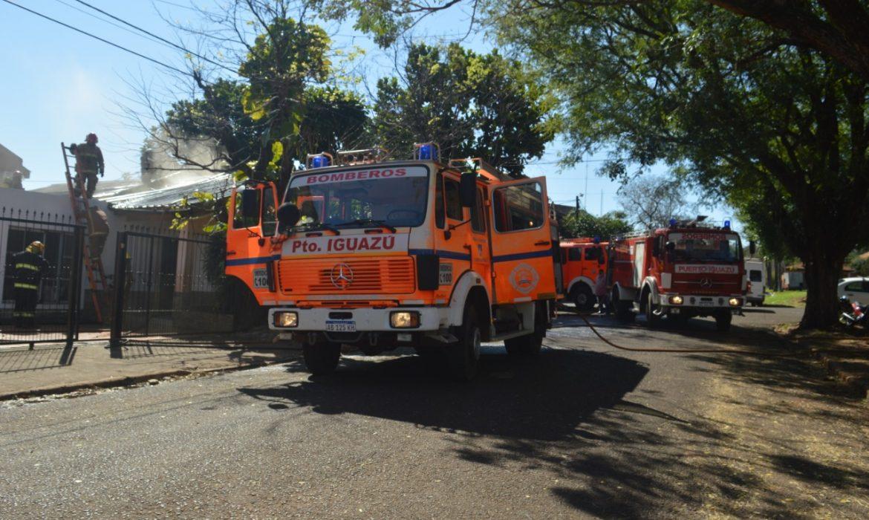 Bomberos Voluntarios evitaron la pérdida de una vivienda