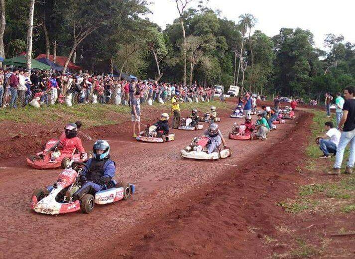 Vuelven los entrenamientos de Karting y Motos en el circuito Amigos de los Fierros
