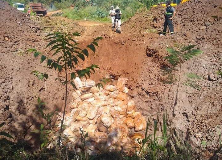 Denuncio al jefe de SENASA Iguazú por contaminación ambiental tras el entierro de 1200 cajas de pollo