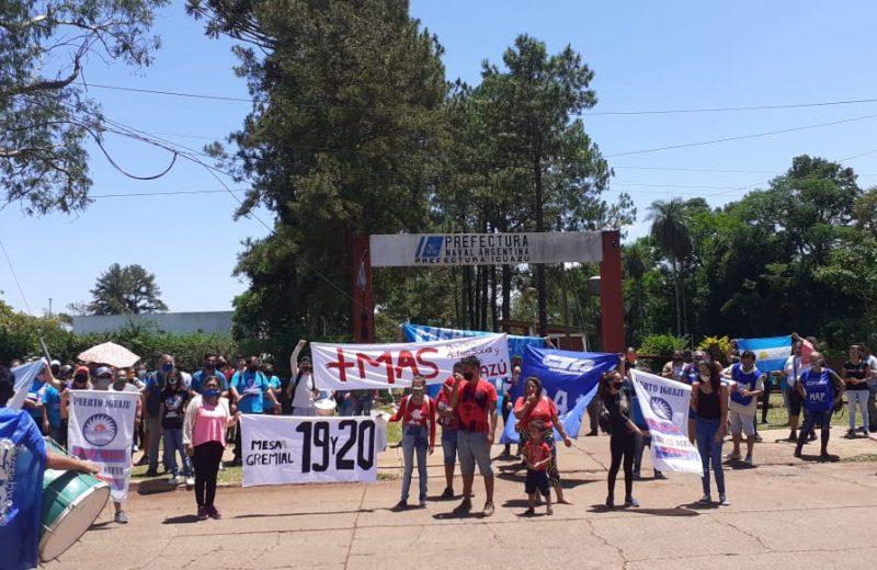 Movimientos sociales repudiaron frente a prefectura la decisión de desechar alimentos