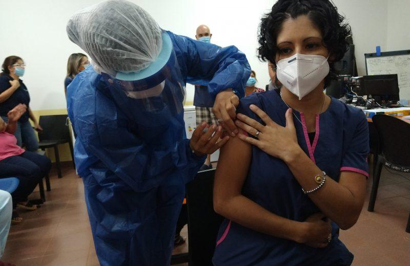 Unos 2.100 agentes de salud recibieron la primera dosis de la vacuna Sputnik V contra el COVID 19