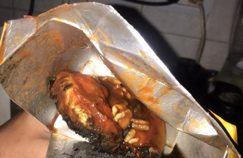 Preparaban pizza y encontraron un roedor en la salsa, ordenaron retirar el lote del mercado