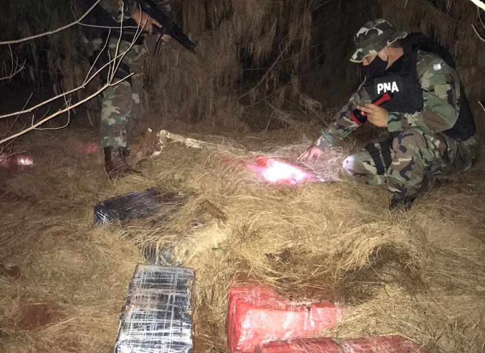 Prefectura secuestró más de 1.750 kilos de marihuana en la costa del rio