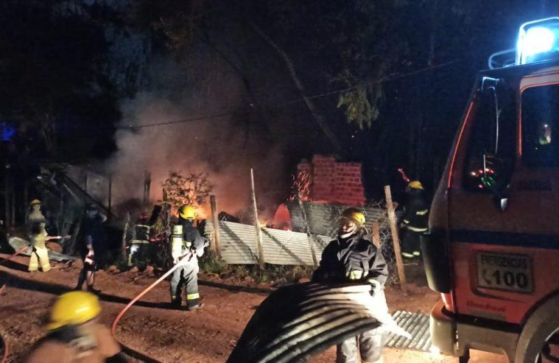 Dos familias se quedaron con lo puesto tras el incendio de sus viviendas