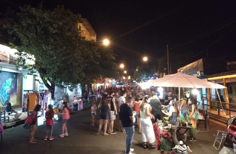 Ferias, espectáculos y propuestas gastronómicas se lucieron en la noche de Iguazú