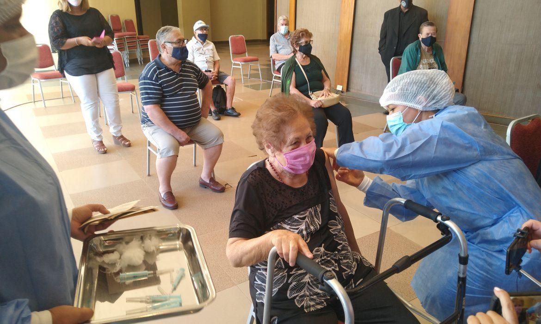 Aún quedan cupos para vacunar a mayores de 65 años en Iguazú