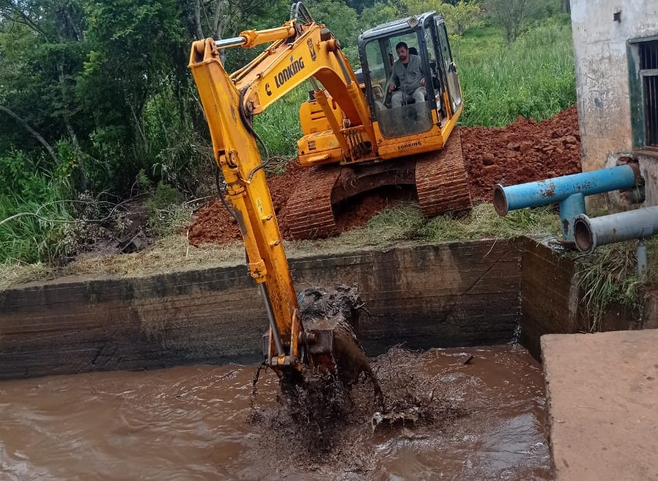 Continúan los trabajos de mantenimiento en las tomas de agua de IMAS