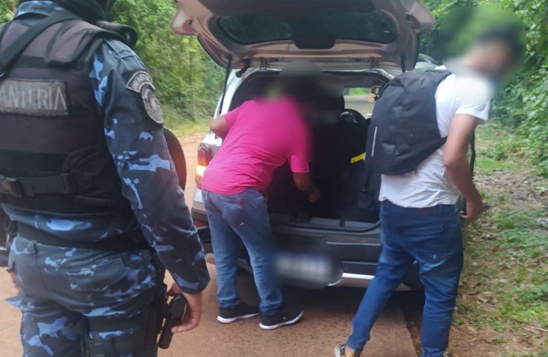 Intentó ingresar al país escondido en el baúl de un remis