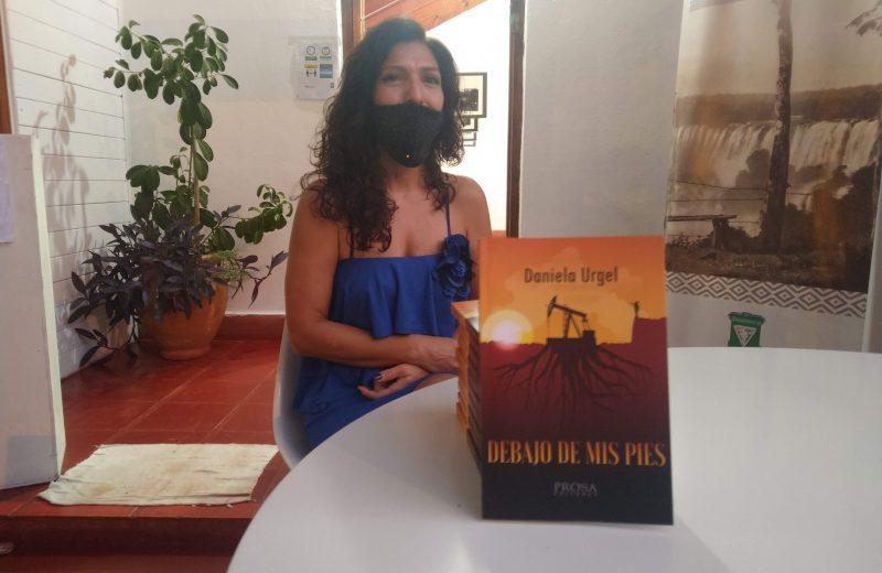 """Escritora Salteña eligió Iguazú para presentar su libro """"Debajo mis pies"""""""