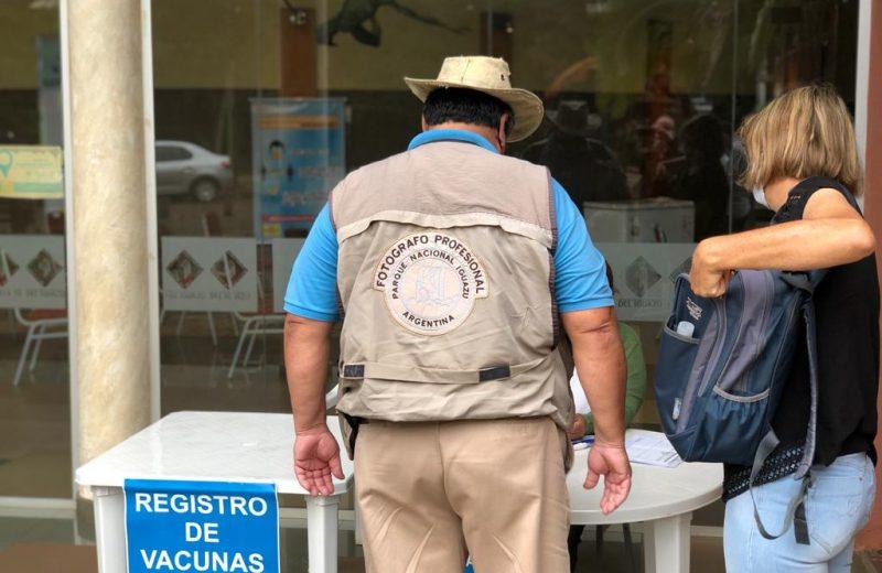 Vacunan a guías de turismo y a personal de transporte del Parque Nacional Iguazú