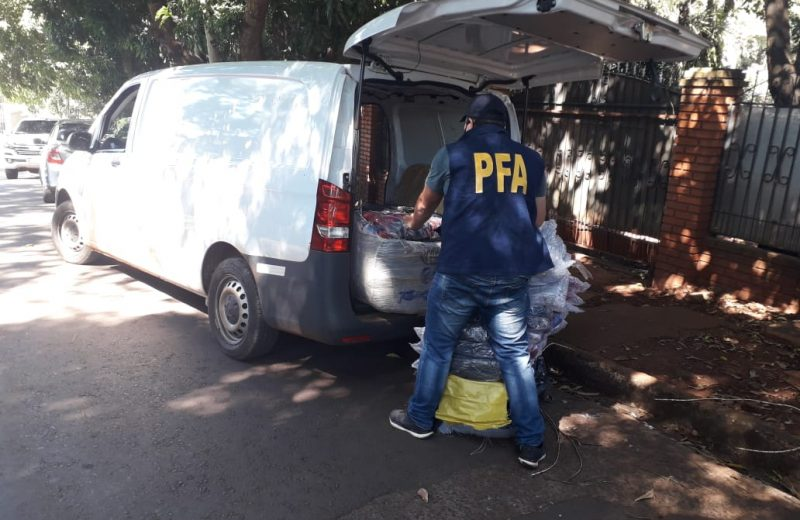 Detuvieron a un hombre con pedido de captura Nacional e Internacional por el delito de contrabando cuando intentaba despachar encomiendas