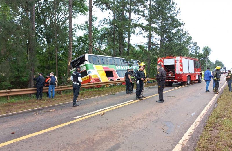 Despistó por la rotura de un neumático, hay varios heridos y un fallecido