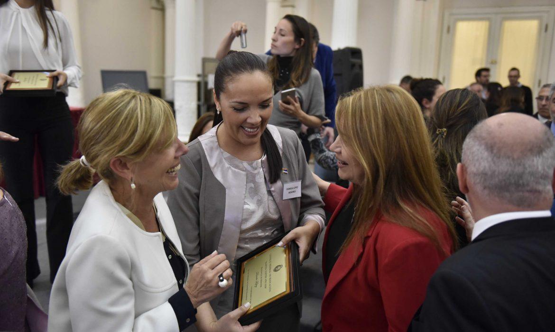 Daniela lópez fue elegida maestra ilustre 2018 en representación de misiones