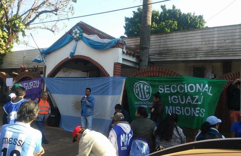 Iguazú: Empleados municipales cortan la avenida Tres fronteras