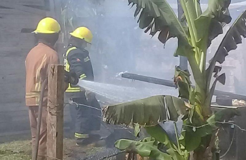 Quemó su vivienda y no quería asistencia de los bomberos