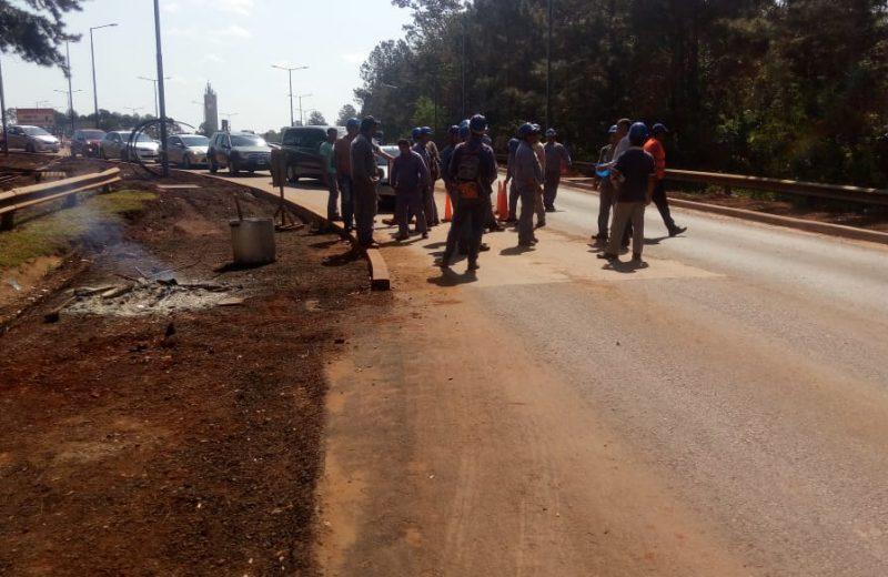 Las obras del aeropuerto están paradas por huelga de los obreros