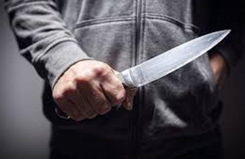 Denunció que entraron a su casa, abusaron de ella y la amenazaron con un cuchillo