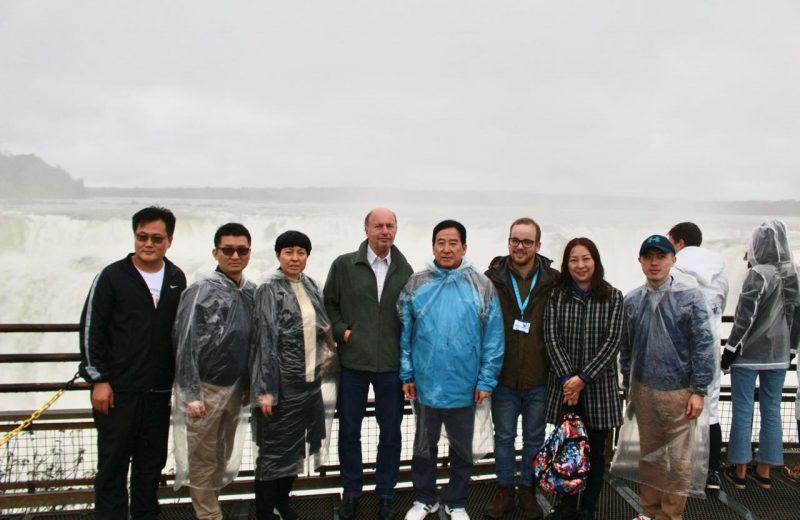 Una delegación de Chinos Visitó Las Cataratas
