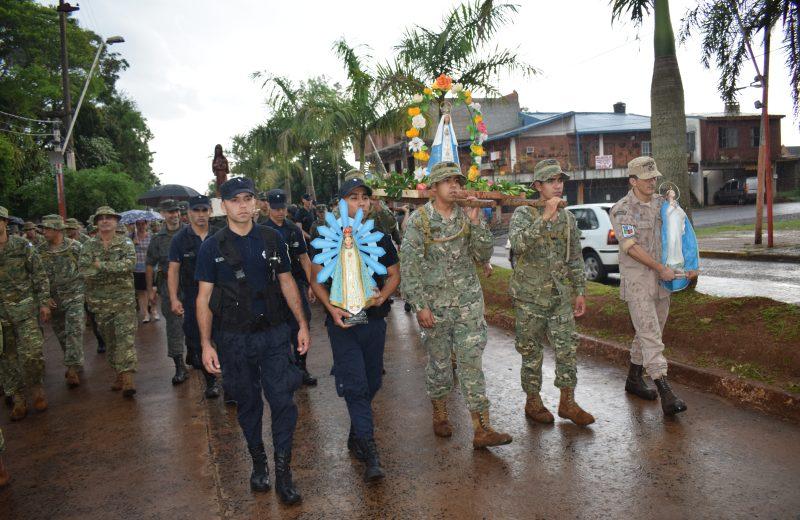 Personal de la fuerzas realizó una peregrinación bajo lluvia