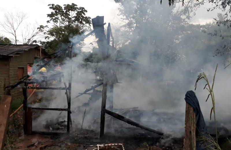 Una vivienda precaria fue consumida por las llamas