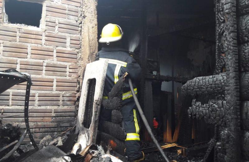 Incendio de una vivienda en el B° IPRODHA zona 60 Viviendas