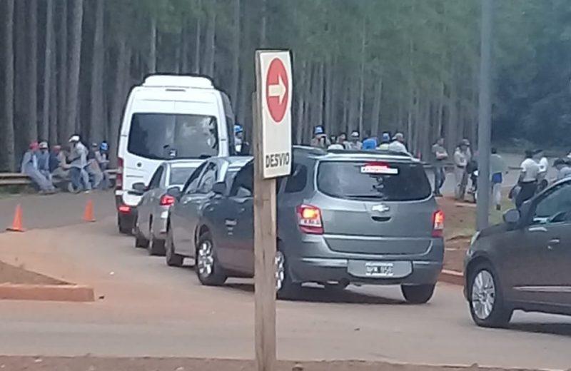 Obreros del aeropuerto de Iguazú reclaman el pago de sus haberes y aguinaldo