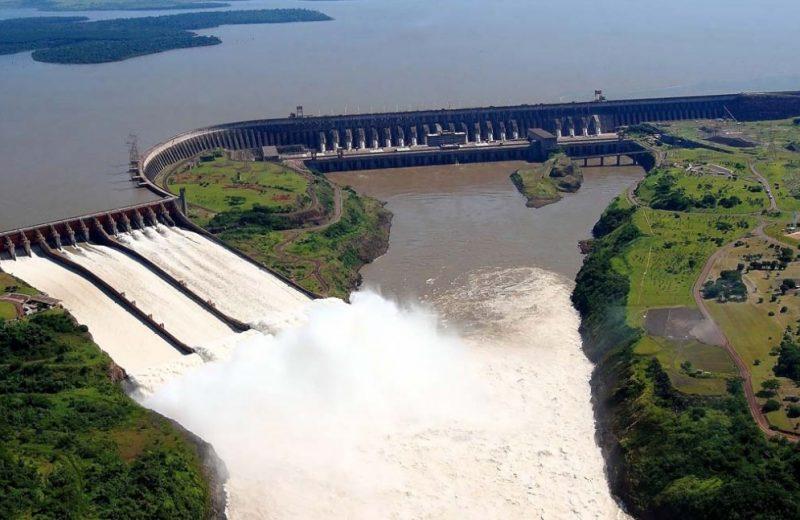 Itaipu abrirá las compuertas para auxiliar a los países vecinos