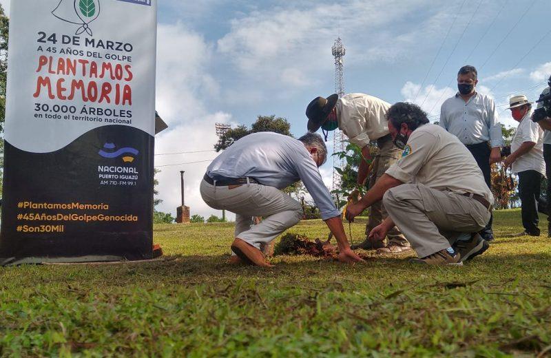 Día de la memoria: Plantaron un árbol en radio Nacional y hoy habrá vigilia en la Plaza San Martin