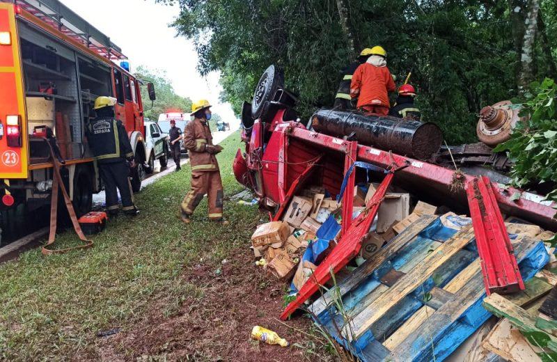 Volcó un camión sobre ruta 12 en cercanías al ingreso a Iguazú